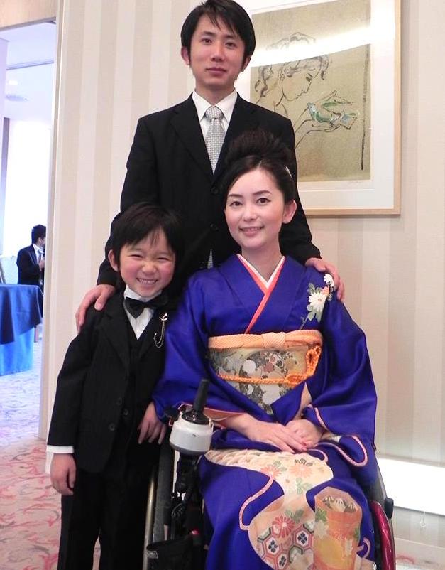 友理子さん、洋一さんと息子さんの栄一くん