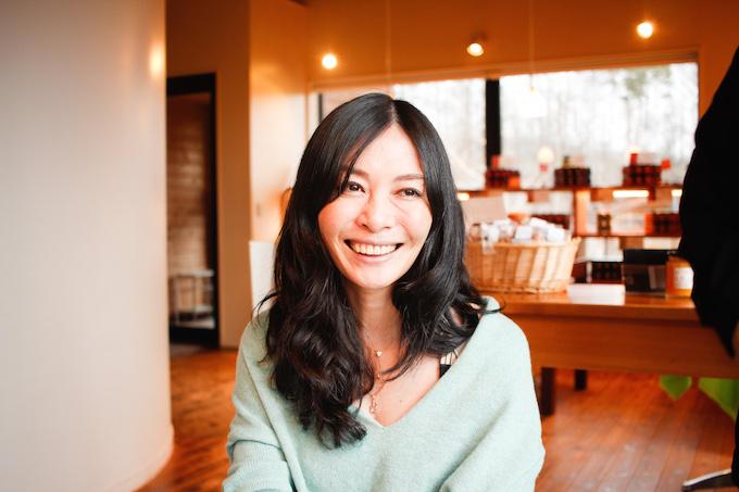【写真】微笑みながらインタビューに応えるいぶきさん