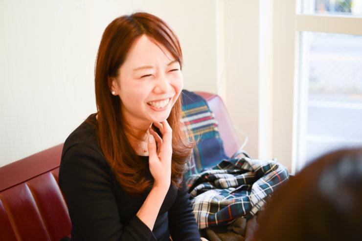 【写真】笑顔でインタビューに応えるもりやまたかえさん