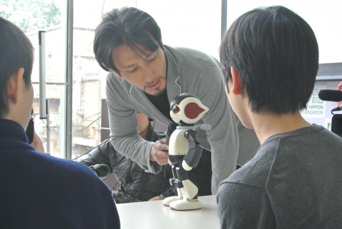 高橋智隆さんの講義風景