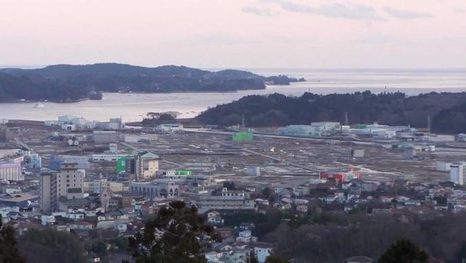 こちらは2012年の気仙沼市。海沿いは津波で甚大な被害を受けた。