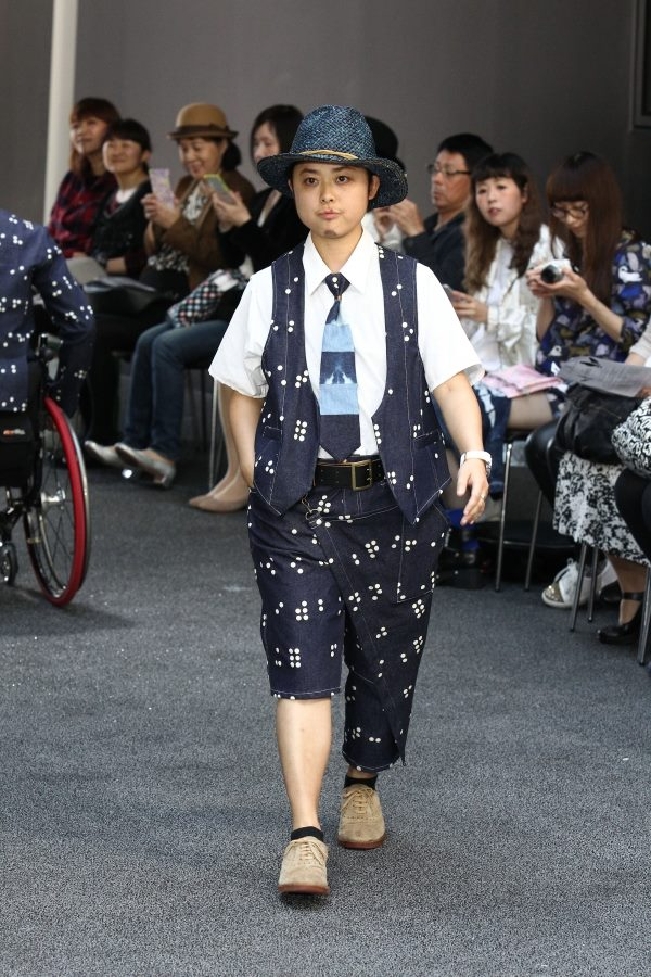 ファッションショーでモデルをつとめる幸さん