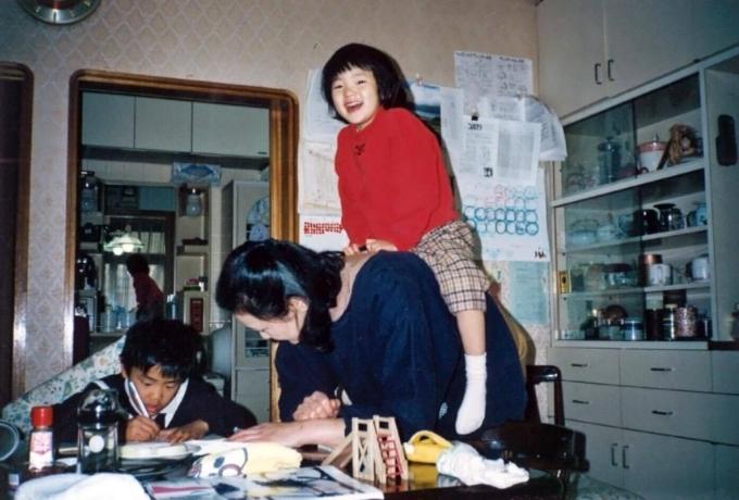 悠里香さんの子供時代、小さな頃からやんちゃな女の子だった