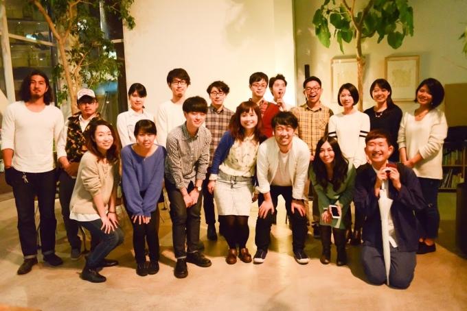 【写真】笑顔で集まるイベントのスタッフとゲスト