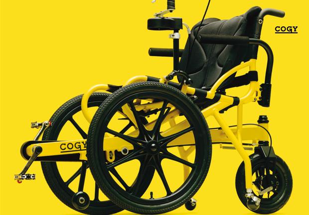 【写真】黄色と黒の二色でデザインされたCOGYの車椅子