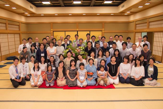 リヴオン7周年記念イベント「花笑み」にて。いのちの学校の卒業生など、たくさんの方が集まりました。