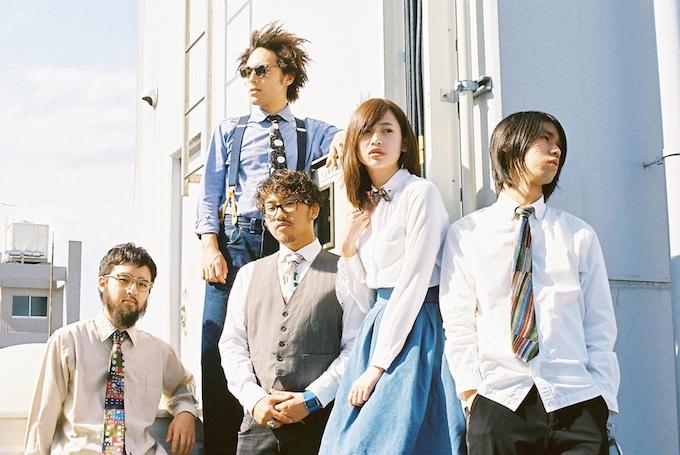 【写真】むくのネクタイを身につけお洒落にスーツを着こなす人たち