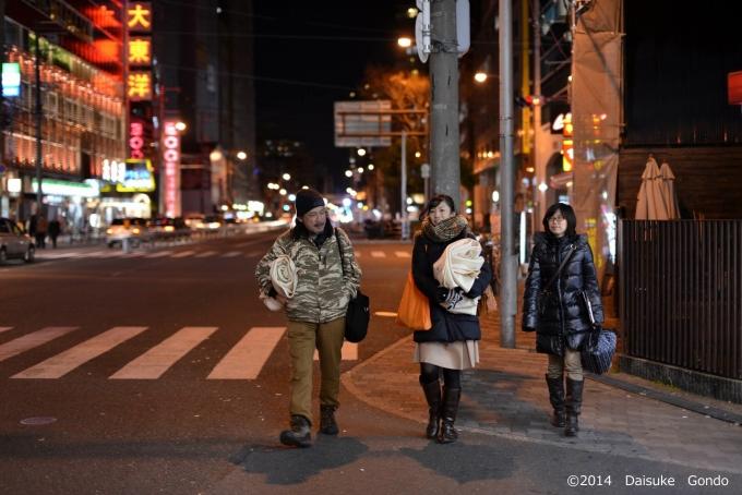 Homedorrでは、大阪市北区を周りホームレスの人々に食べ物や毛布などを配布する「ホムパト」を行っている。