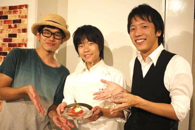 左から阿部さん、碧海さん、坂本さん。二人のサポートもあり、碧海さんはどんどん料理のスキルアップをしています