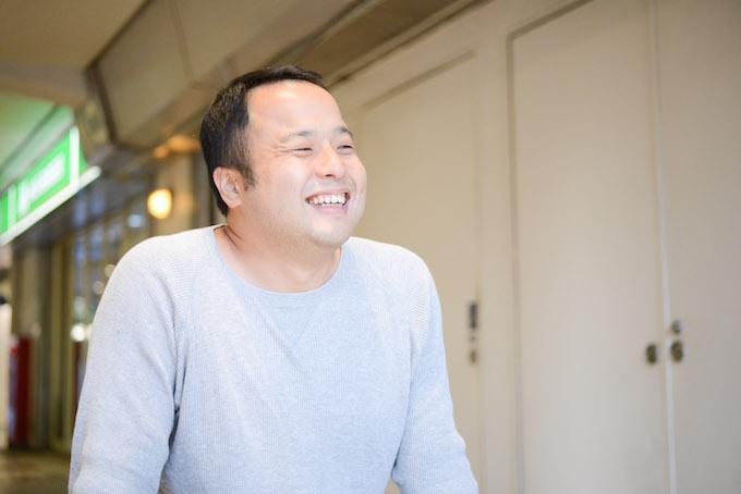 【写真】インタビューに満面の笑みで応えるふるいちさん。