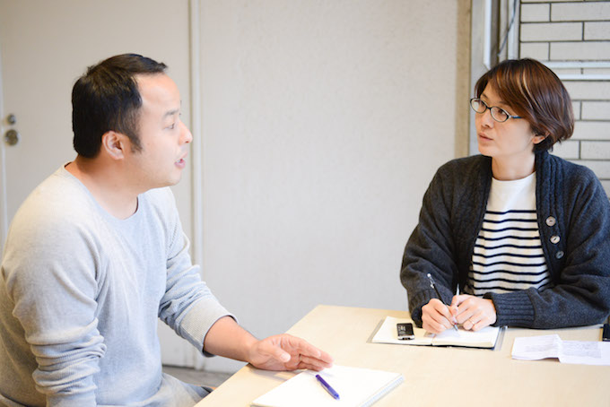【写真】インタビューに応えるふるいちさん。