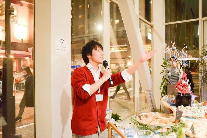 メニューやPIECESの活動についてイベントで説明してくれる坂本さん