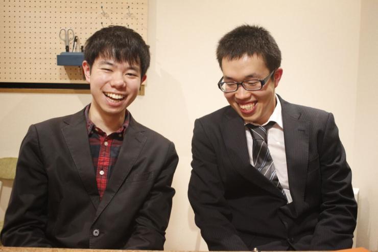 【写真】笑顔でインタビューに応えるさかうしりょうさんとちゃっくさん