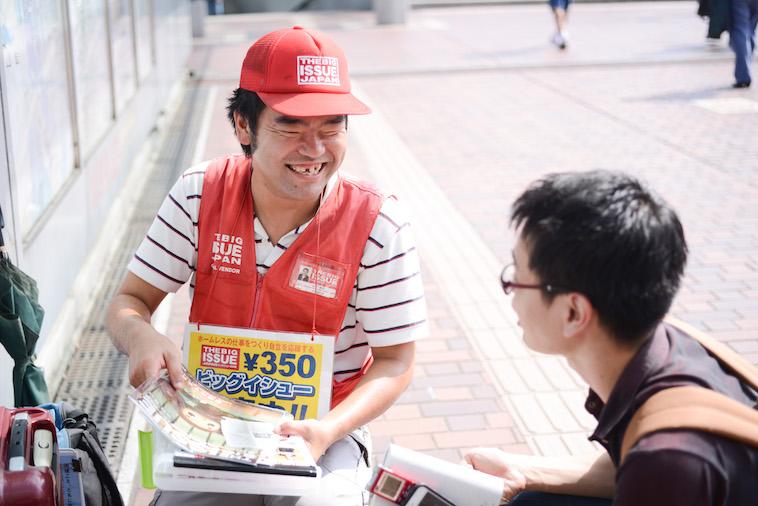 【写真】笑顔でインタビューに応えるやましたさんとライターのにしやまたけしさん