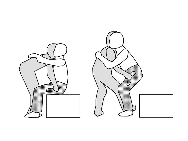 【イラスト】ジーンズの持ち手を使って、実際に持ち上げる様子を表現している。