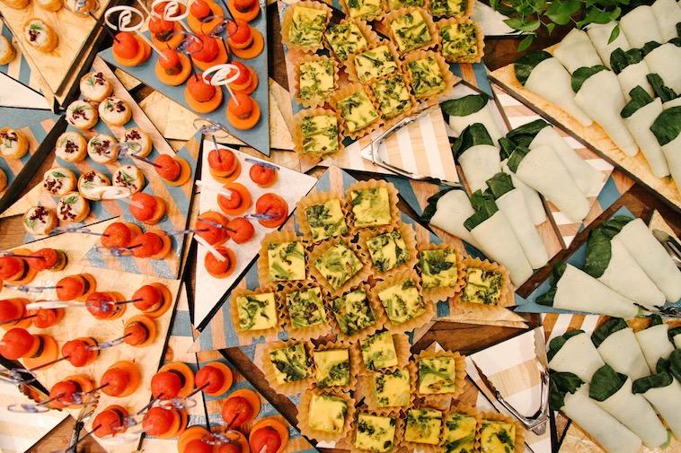 【写真】様々な食材を使った美しい料理が並んでいる