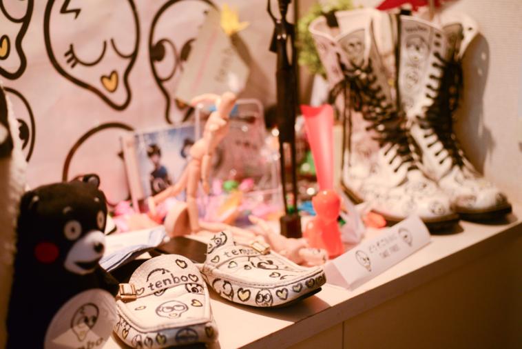 【写真】tenboの事務所の玄関には靴屋スリッパなどが置いてある
