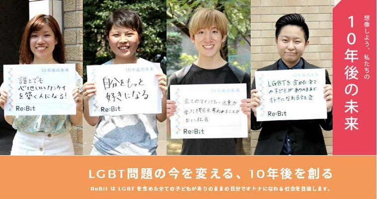 【写真】10年後の未来について、それぞれのメッセージを手に笑顔で写る4名。