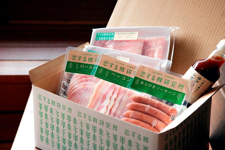 【写真】恋する豚研究所の加工食品が、可愛らしいボックスに詰められている