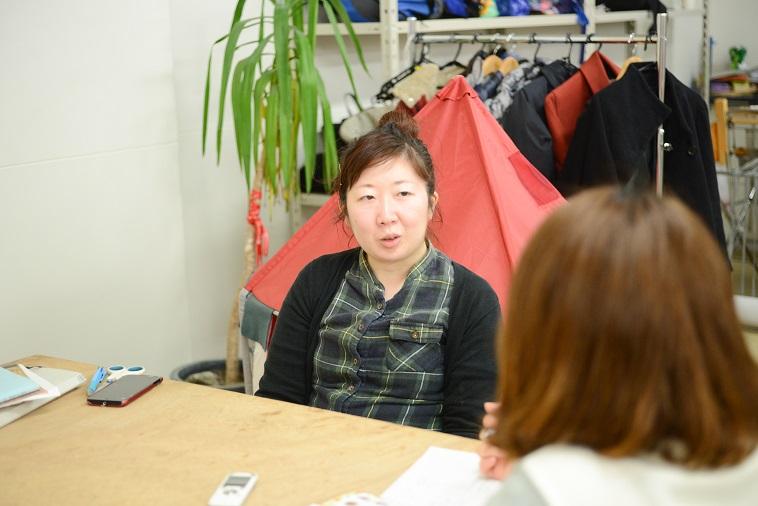 【写真】インタビューに応えるスタッフのおわりみとさん。