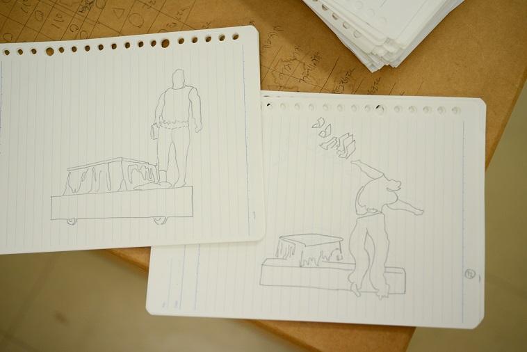 【写真】できあがったパラパラ漫画。コタツの上からジャンプする人の姿が描かれている。