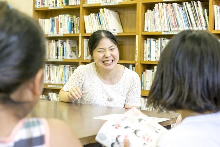 【写真】満面の笑みで子どもたちに語りかけるいのうえさん。