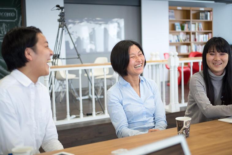 【写真】笑顔でインタビューに応えるしまかげけいすけさんととしきよさん