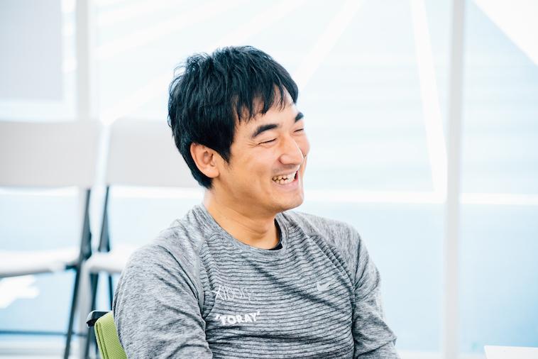 【写真】笑顔でインタビューに応えるえんどうけんさん