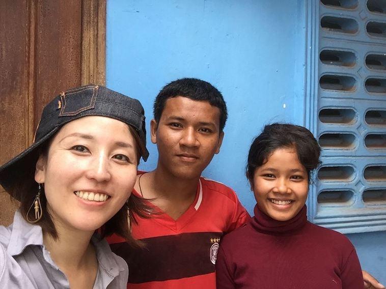 【写真】3人並んで笑顔で写っている。穏やかで楽し気な空気が流れている。