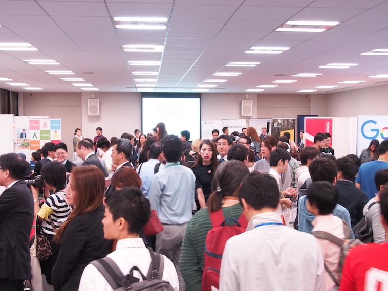 【写真】大勢の人で溢れる会場。活気が伝わってくる。