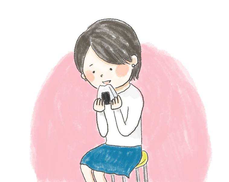 【イラスト】椅子に座り、おばさんからもらったおにぎりを頬張るさかいさん
