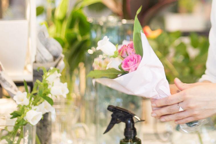 【写真】美しく目を引く小さな花束