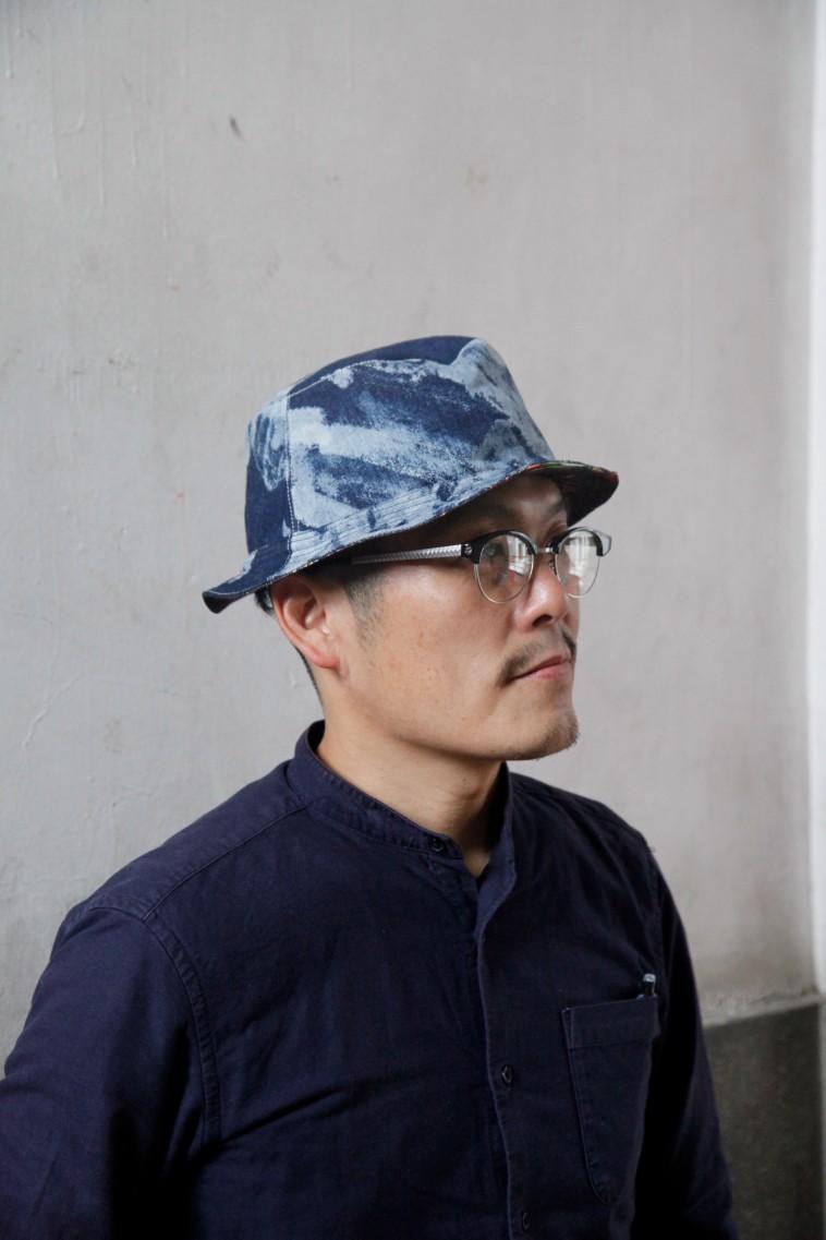 【写真】ファッションブランドのじょんぶるぬかでつくった帽子をかぶるたんじょうさん