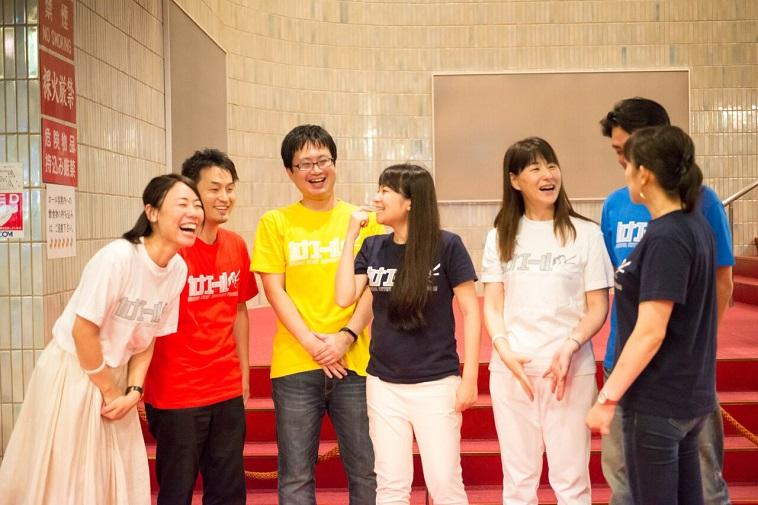 【写真】笑い声が聞こえそうなくらいの笑顔を見せる、カナエールのボランティアメンバーたち