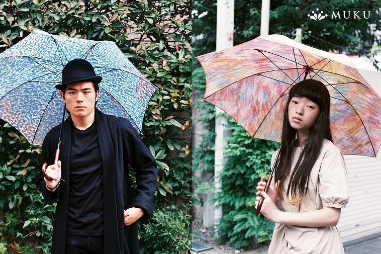 【写真】ムクの傘をさす、モデルの男性と女性。雨の日が楽しくなるようなデザインの傘だ。
