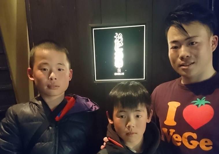 【写真】3人の息子さんたち。