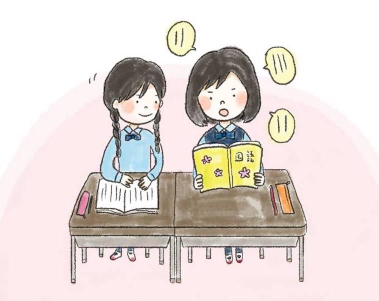 【イラスト】音読する女の子と、隣でその様子を笑顔で見守る女の子
