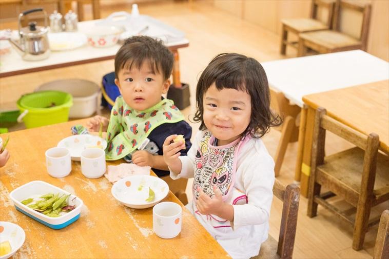【写真】楽しそうにご飯を食べる子どもたち