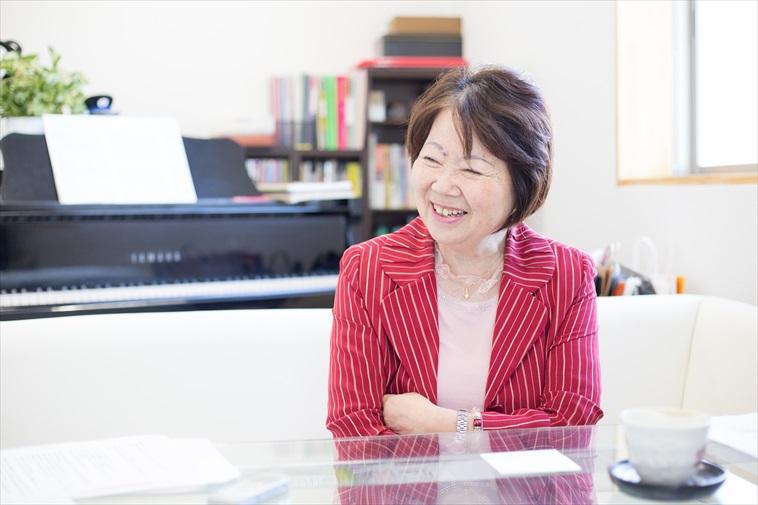 【写真】笑顔でインタビューに応えるたじりゆきこさん