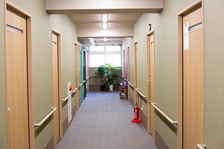 【写真】はっぴーの家ろっけんの廊下であるしょうわのろっけんどう