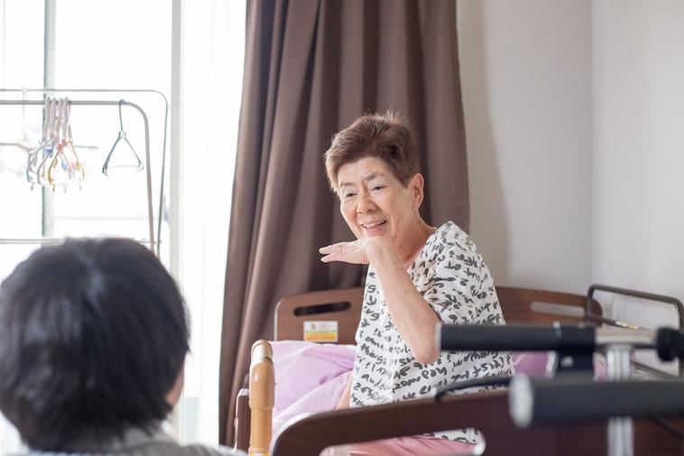【写真】笑顔でインタビューに答える入居者のおばあちゃん