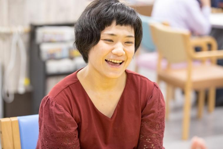 【写真】笑顔でインターネットに答えてくれるみゆきさん