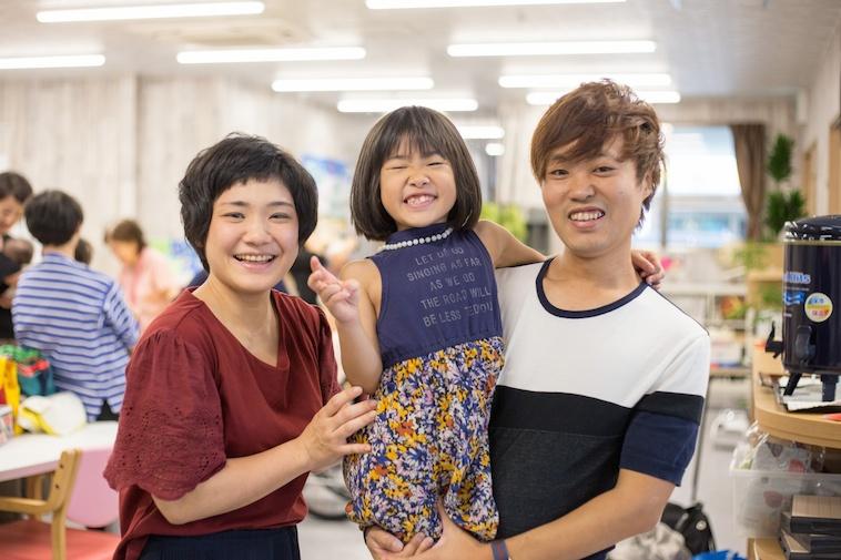 【写真】しゅとうさんとみゆきさんとお子さん