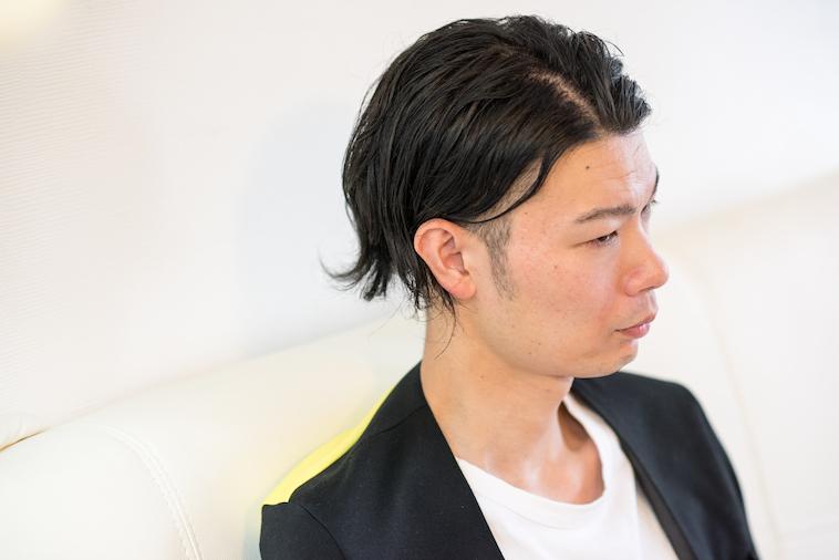【写真】真剣な表情でインタビューに応えるむとうまさたねさん