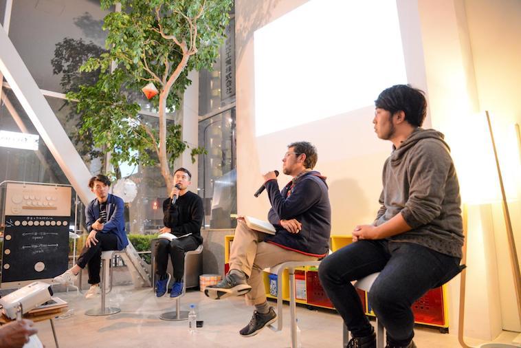 【写真】トークセッション写真。なおさんとどみにくさんがマイクを握り、話している