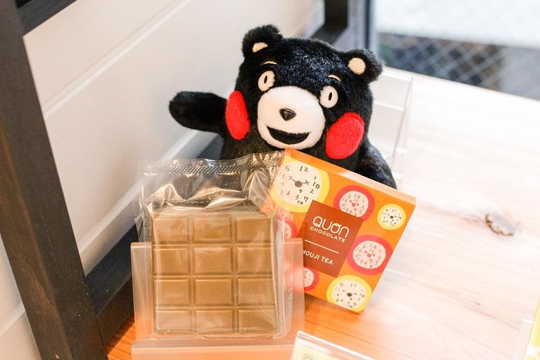 【写真】くまもんのぬいぐるみとくおんチョコレート