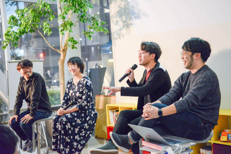 【写真】トークセッションの様子。すずきの話を、他の登壇者らが笑いながら聞いている