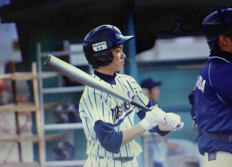 【写真】高校生の頃のやまぐちさん。野球のユニフォームを着用している