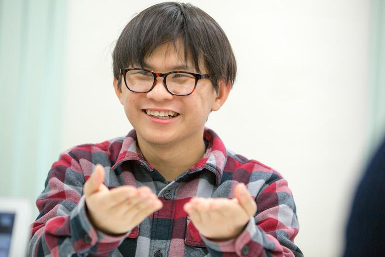 【写真】笑顔でインタビューに答えるもりあつしさん