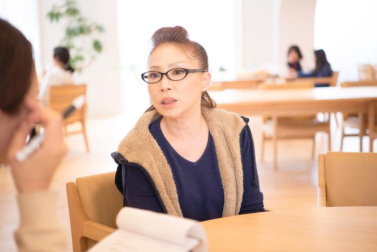 【写真】インタビューに応えるれいこさん。